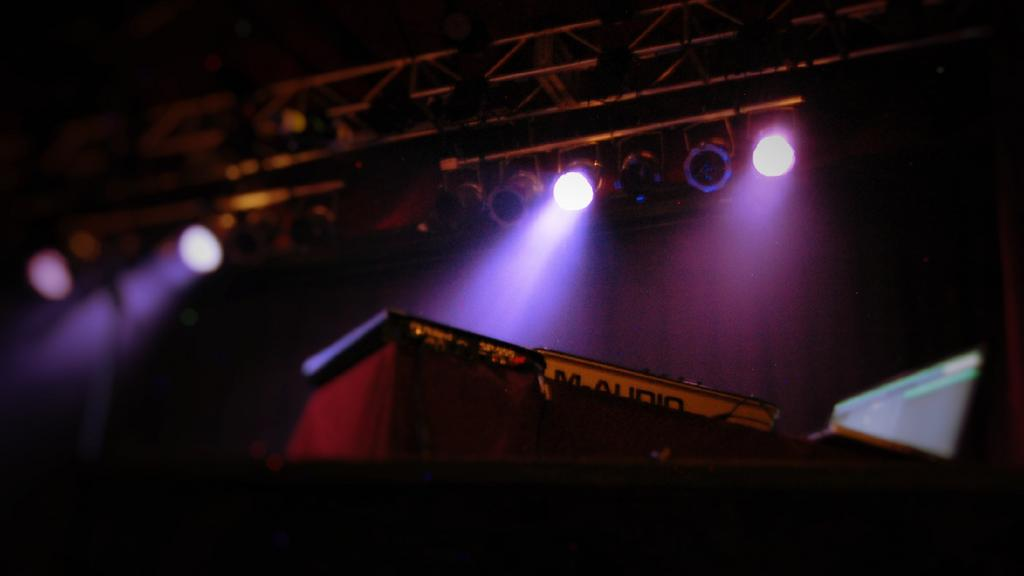 Digable Planets stage. Photo: George Sieburg.