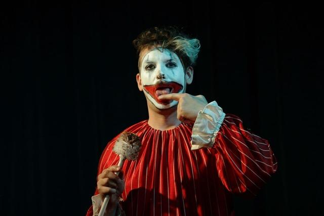 Shit eating (haha, just kiddin, but no really) Clown performance by Lucky Rigel 7, April 2017